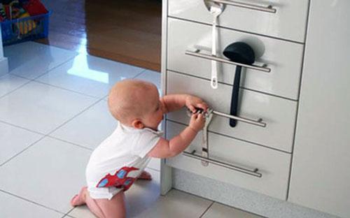 Как закрыть углы от ребенка